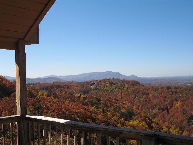Smoky Mountains large log homes and rental log big cabins