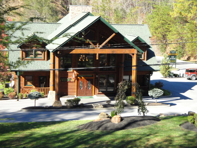 rent interior bedroom concept observatoriosancalixto for in friendly view to one tn sofa magnificent cabin rentals mountains gatlinburg smoky of pet cabins